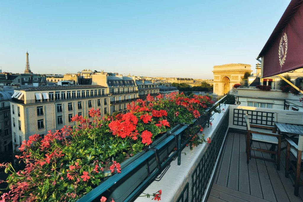 Единственный отель в Париже, из которого видно Триумфальную арку и Эйфелеву башню